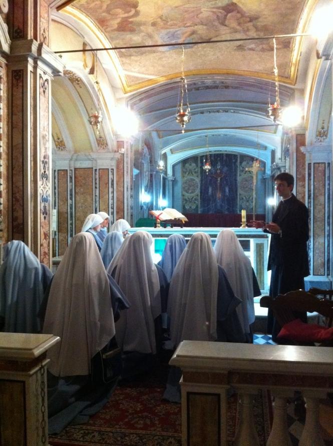 Visita alla tomba di S. Gaetano al termine della S. Messa