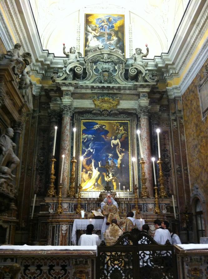 Chiesa di S. Maria delle Anime del Purgatorio ad Arco. S. Messa di Mons. Bux il 12 maggio 2012.